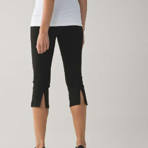 LULULEMON GATHER AND CROW CROP ~ 12 ~ CAPRIS